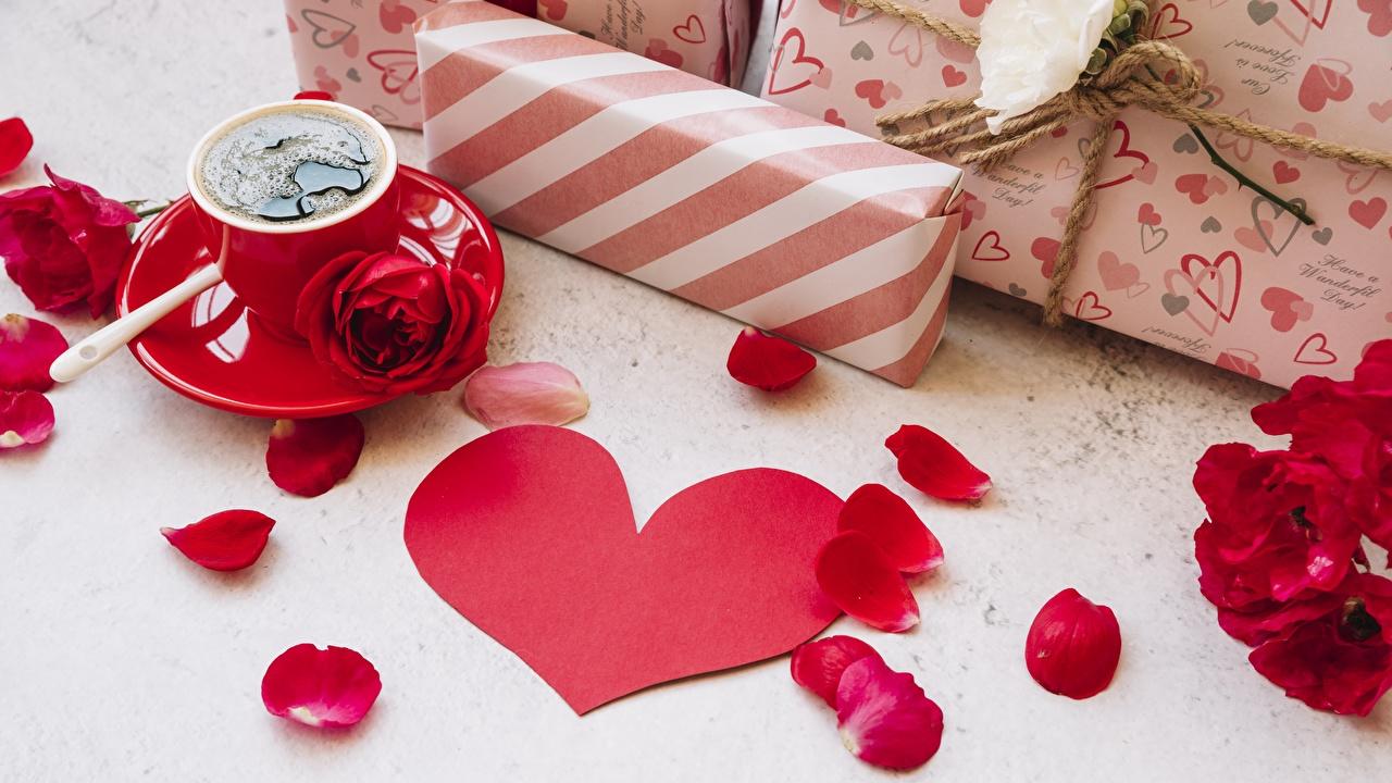 Фотография День всех влюблённых серце роза Кофе Лепестки подарок День святого Валентина Сердце сердца сердечко Розы лепестков Подарки подарков