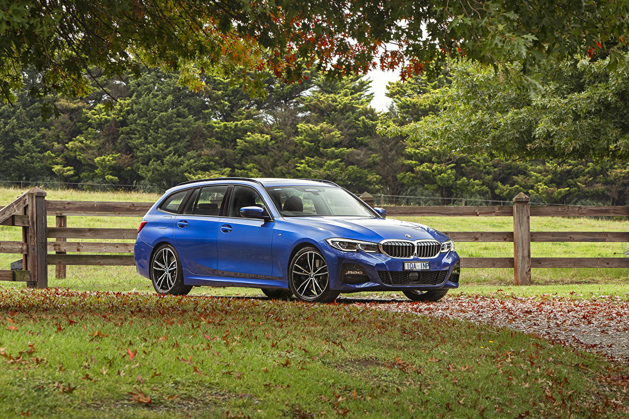 Картинки BMW Универсал 2020 330i Touring M Sport голубые авто БМВ голубых Голубой голубая машина машины автомобиль Автомобили