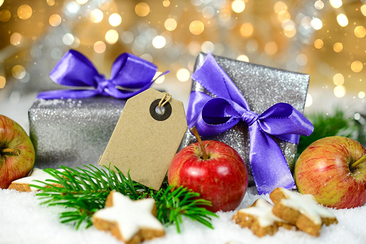 Картинка Рождество Яблоки Подарки Бантик Печенье Продукты питания Новый год подарок подарков Еда Пища бант бантики