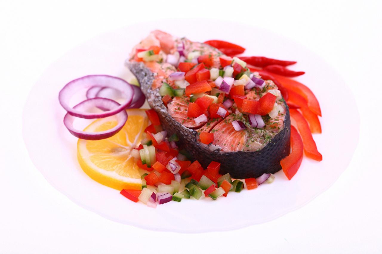 Фотографии Рыба Лимоны Пища Овощи Белый фон Морепродукты Еда Продукты питания