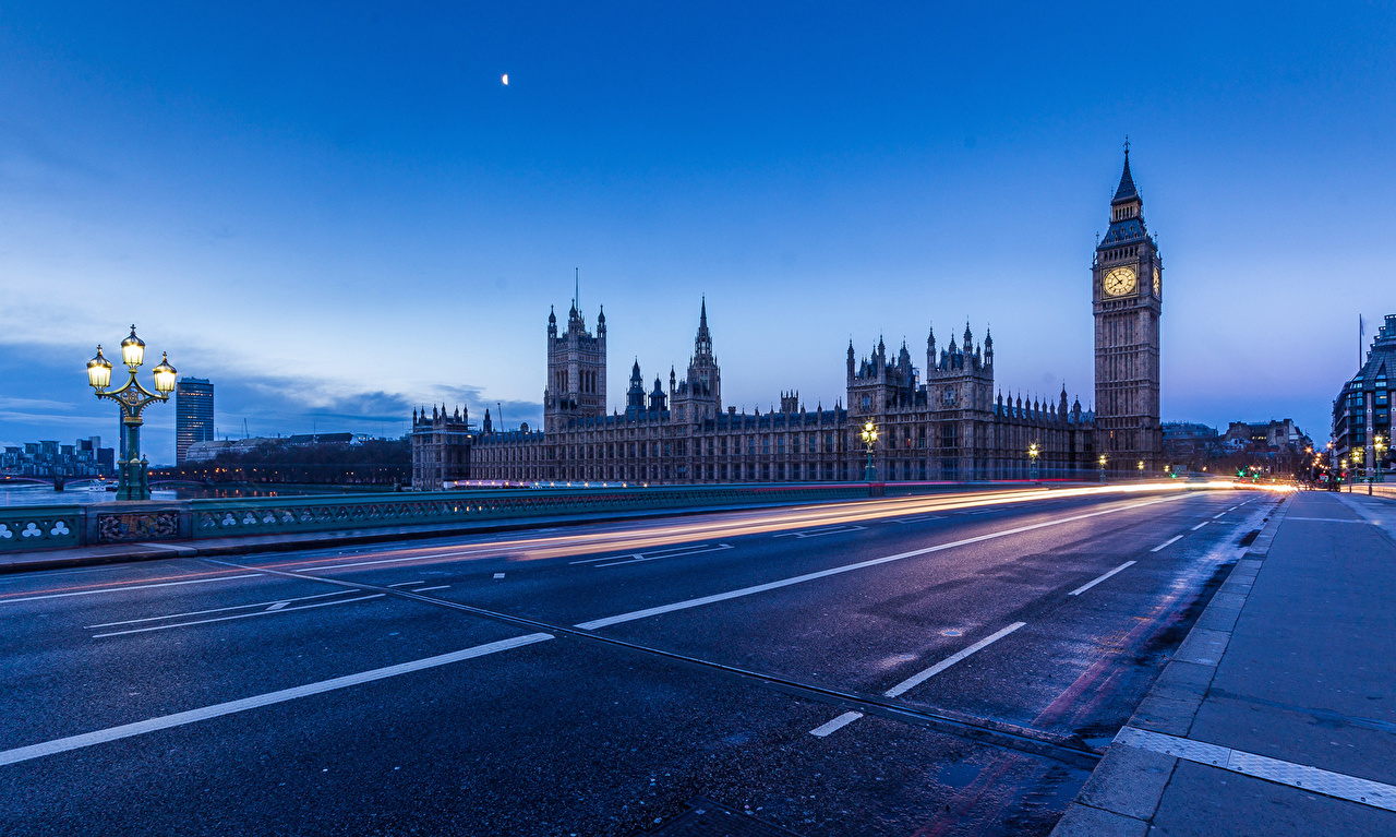 Картинки Биг-Бен лондоне Дороги Ночные Асфальт Уличные фонари Города Лондон Ночь ночью в ночи асфальта город