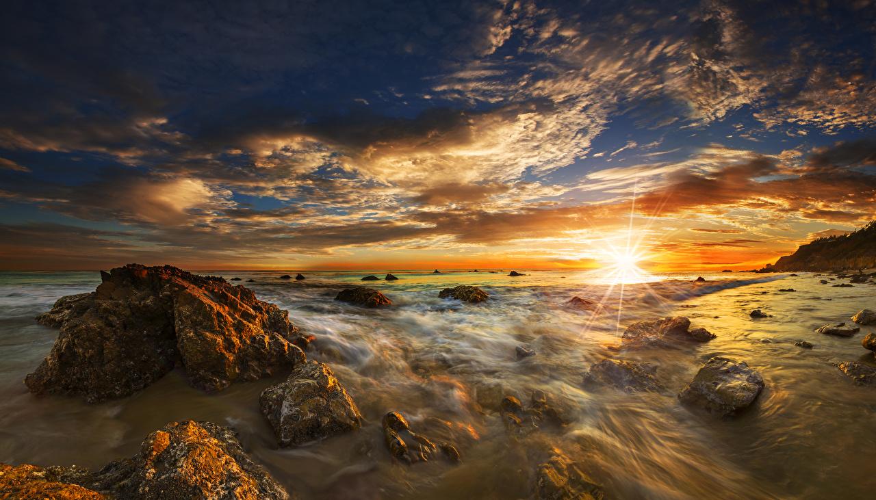 Фотография штаты El Matador State Beach Malibu Океан Природа Небо Пейзаж рассвет и закат Камень Побережье Облака США америка Рассветы и закаты Камни берег облако облачно