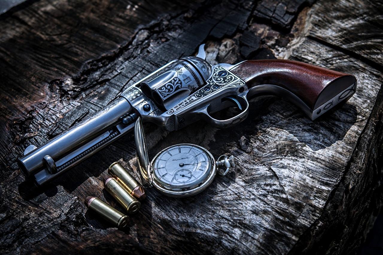 Фото пистолет Револьвер пули Карманные часы Часы военные Пистолеты пистолетом револьвера Патроны Армия