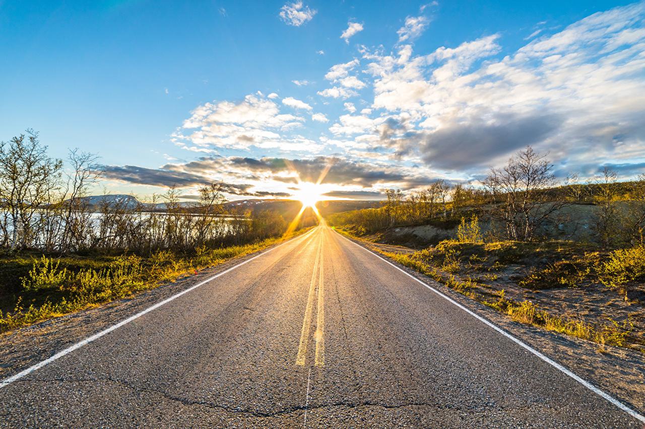 Фотографии Лапландия область Финляндия Kilpisjärvi солнца Природа Небо Утро Дороги асфальта облако Солнце Асфальт Облака облачно