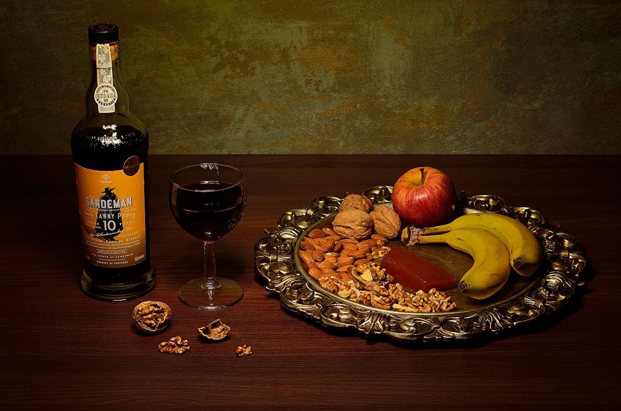Фото Грецкий орех Вино Бананы Яблоки Пища бокал бутылки Орехи Еда Бокалы Бутылка Продукты питания