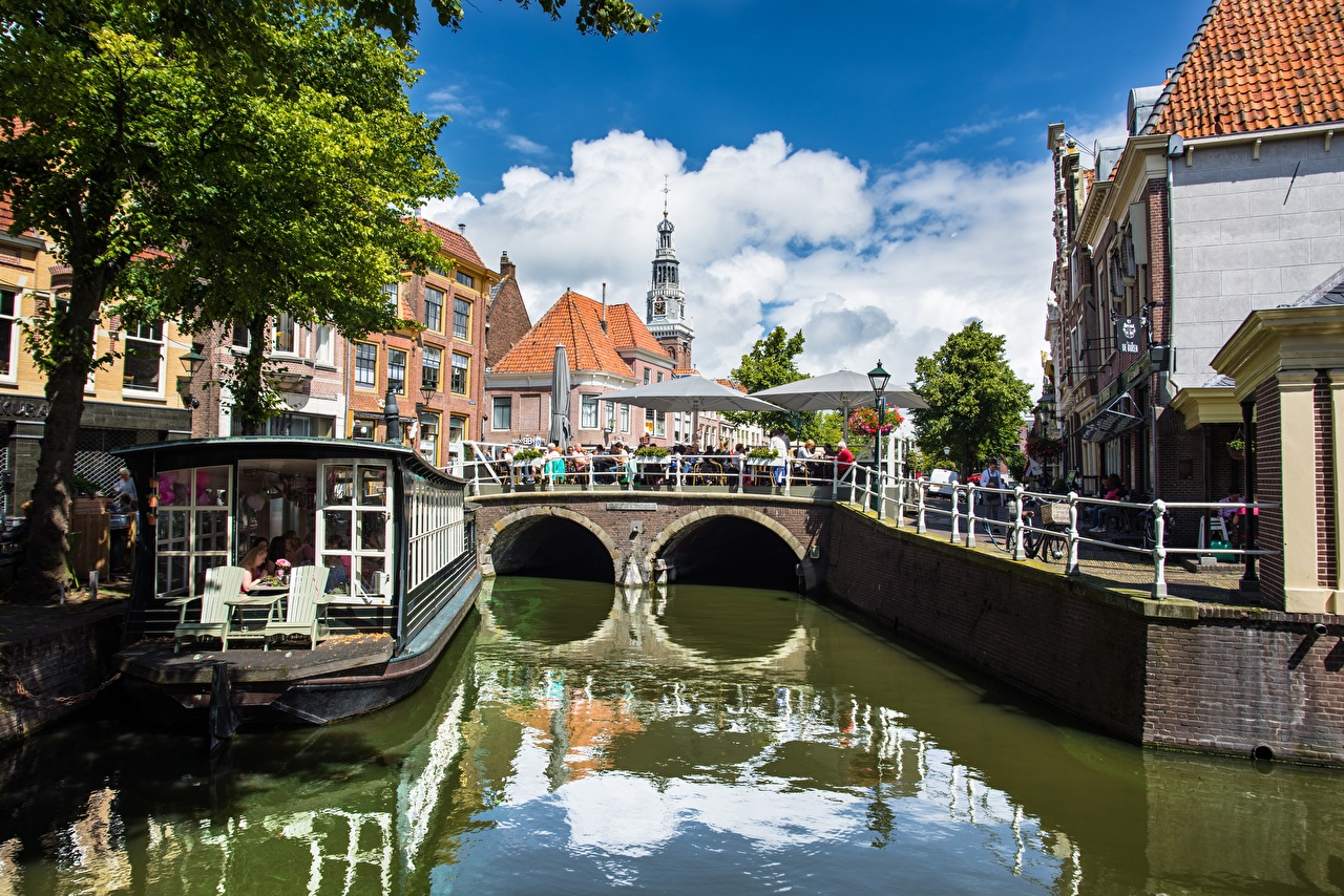 Картинки Нидерланды Alkmaar, North Holland, Nordholland Canal Водный канал город дерево голландия дерева Города Деревья деревьев
