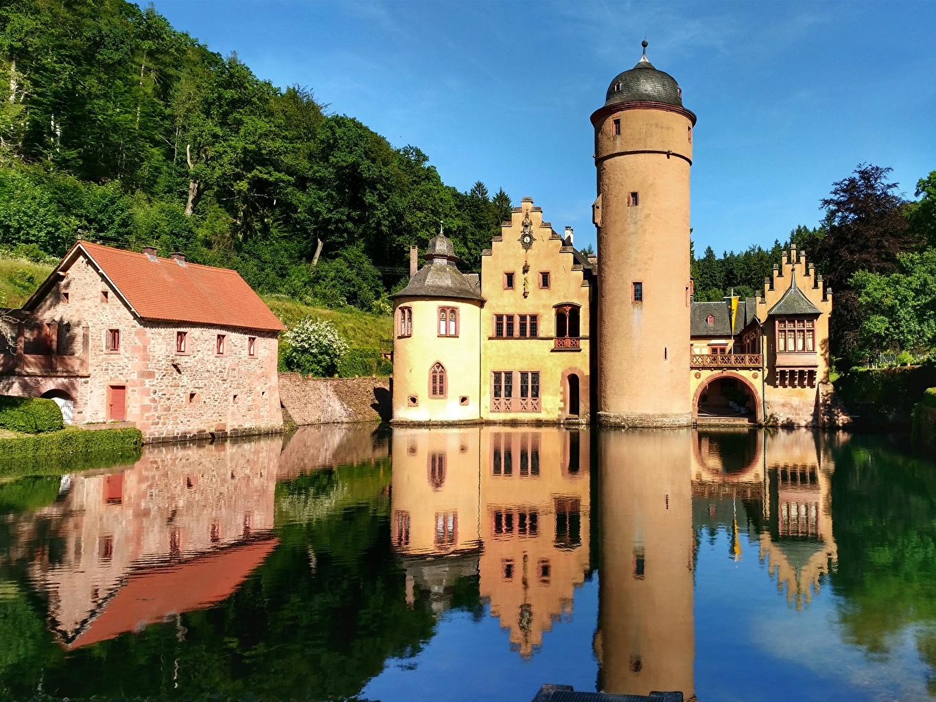 Картинка Германия Башня Mespelbrunn Castle, Alsava River Замки Отражение река город башни замок отражении отражается Реки речка Города