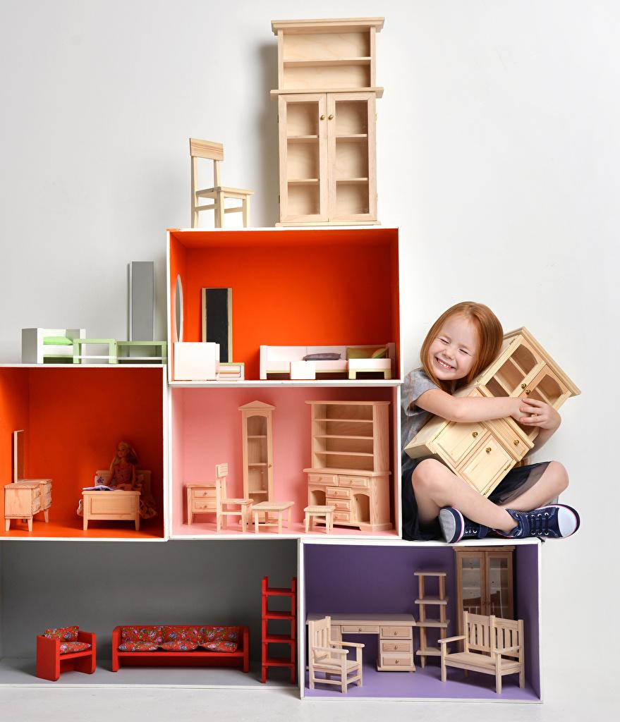 Обои для рабочего стола Девочки ребёнок сидящие Игрушки девочка Дети сидя Сидит игрушка