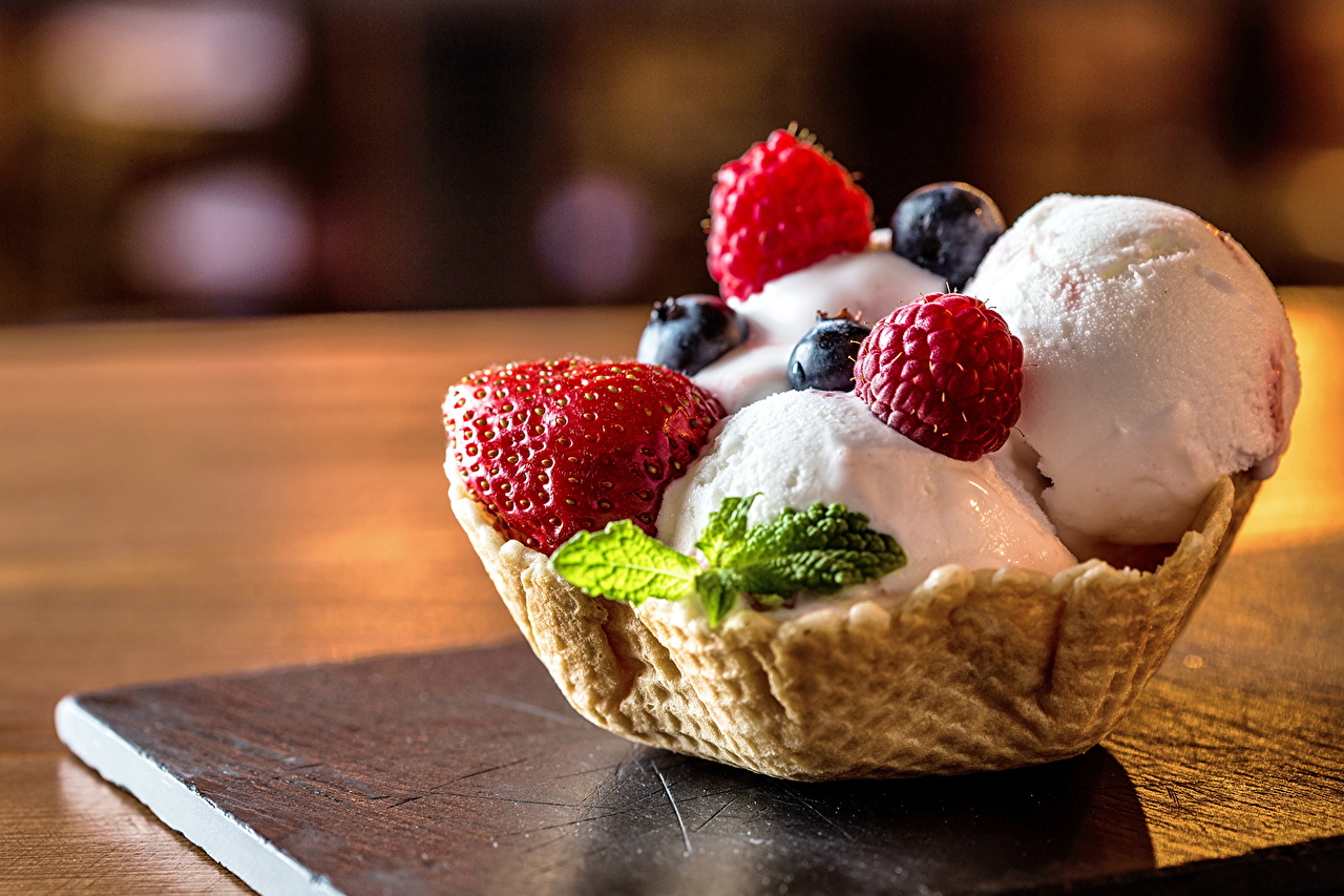 Фотографии Мороженое Черника Клубника Продукты питания Пирожное Сладости Крупным планом Еда Пища вблизи сладкая еда