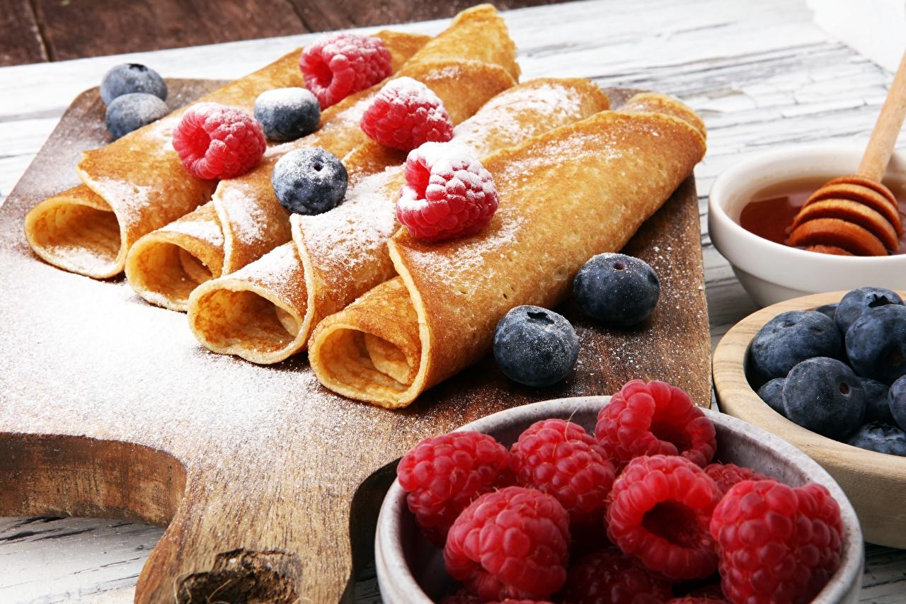 Картинка Блины Сахарная пудра Малина Черника Пища Еда Продукты питания