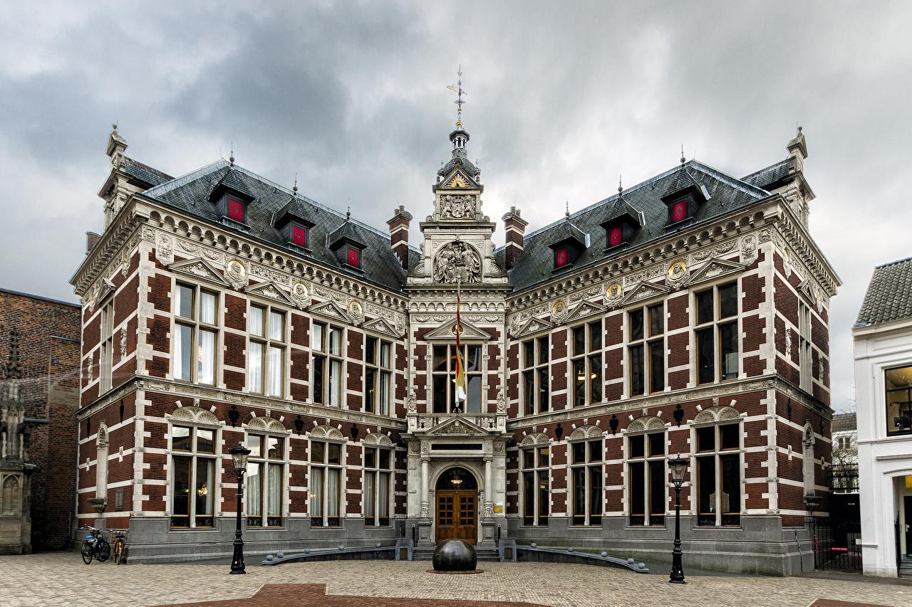 Фото Нидерланды Utrecht University Уличные фонари Города Здания Дома
