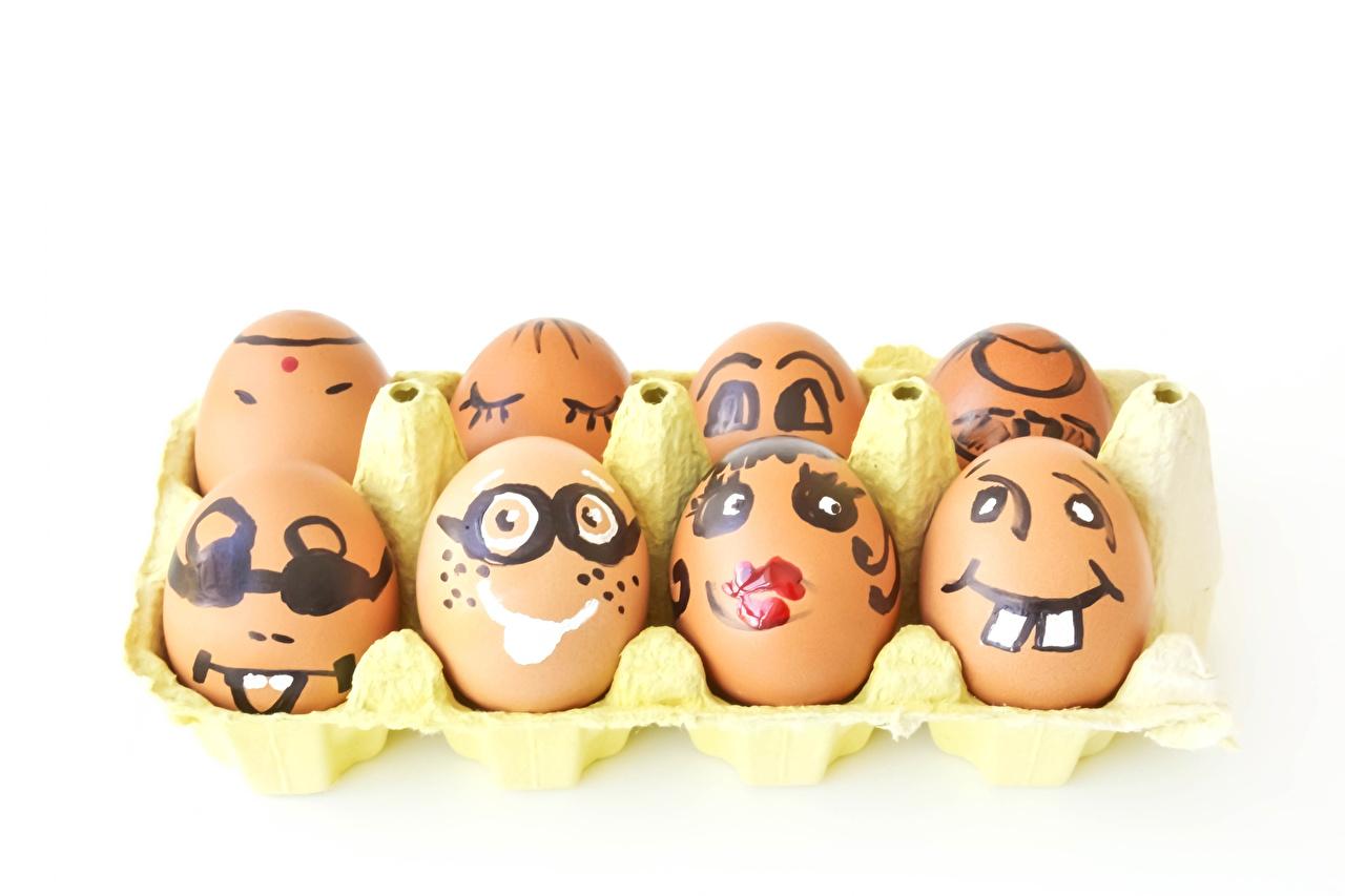 Обои для рабочего стола Пасха яйцами креативные Продукты питания Белый фон яиц яйцо Яйца Креатив оригинальные Еда Пища белом фоне белым фоном