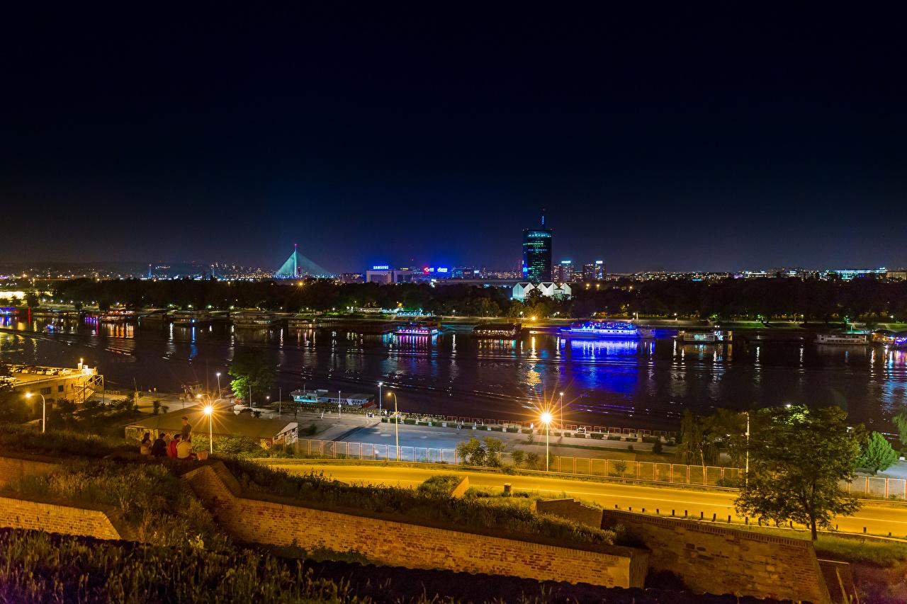 Фотографии Сербия Belgrade Реки Ночь Причалы Уличные фонари Города речка Пирсы Ночные Пристань