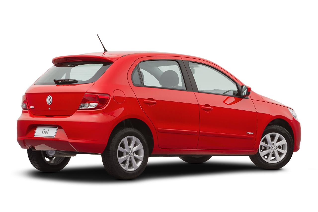 Картинки Фольксваген Gol Trend (V), 2008–12 красная машины Металлик Белый фон Volkswagen красных красные Красный авто машина автомобиль Автомобили белом фоне белым фоном