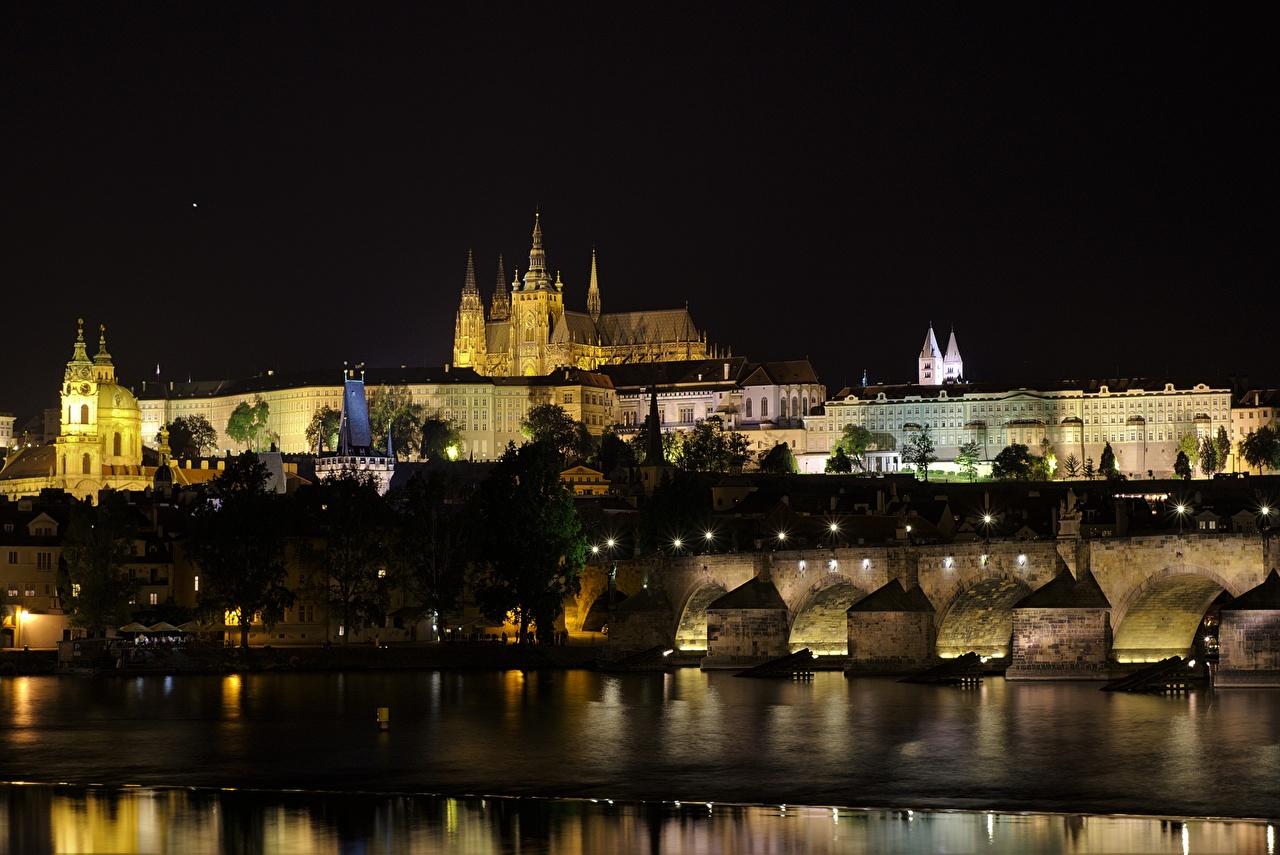 Обои Прага Чехия Vltava Мосты Замки Ночь речка Города Реки Ночные