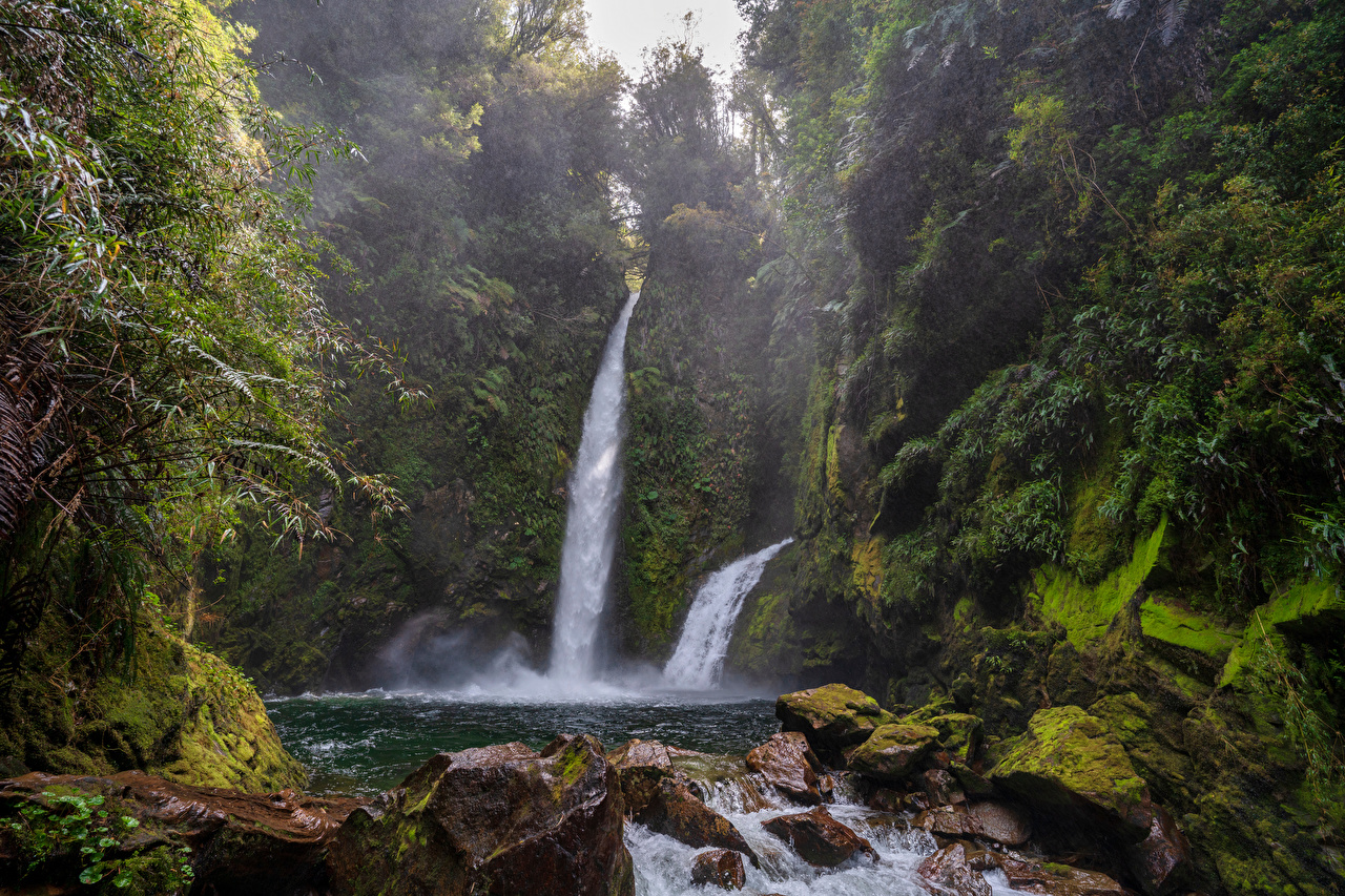 Обои для рабочего стола Чили Chaiten Природа Водопады мха Камни Мох мхом Камень