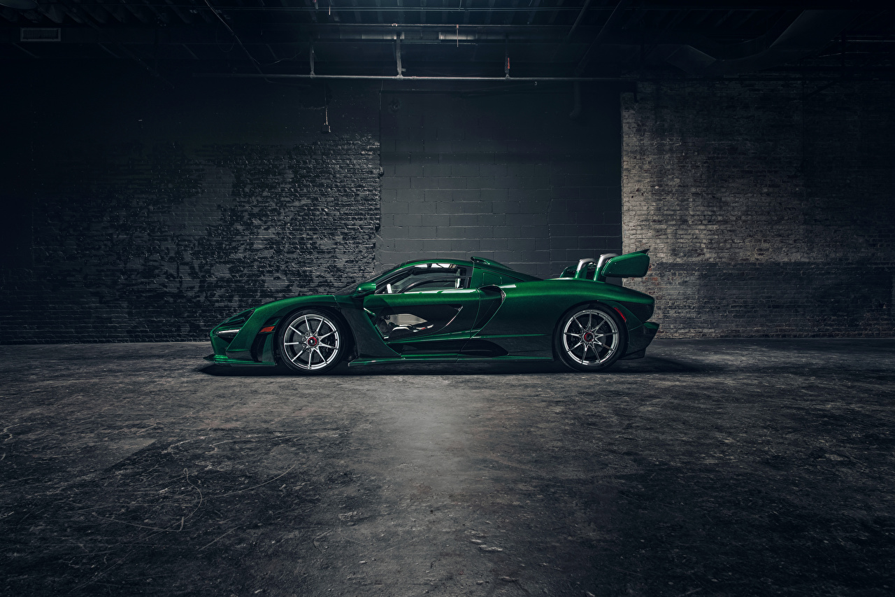 Картинки McLaren 2018 MSO Senna зеленых Сбоку Автомобили Макларен Зеленый зеленые зеленая Авто Машины