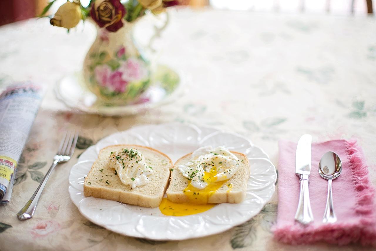 Картинки Нож яичницы Завтрак Хлеб Еда ложки Тарелка ножик Яичница глазунья Пища Ложка тарелке Продукты питания