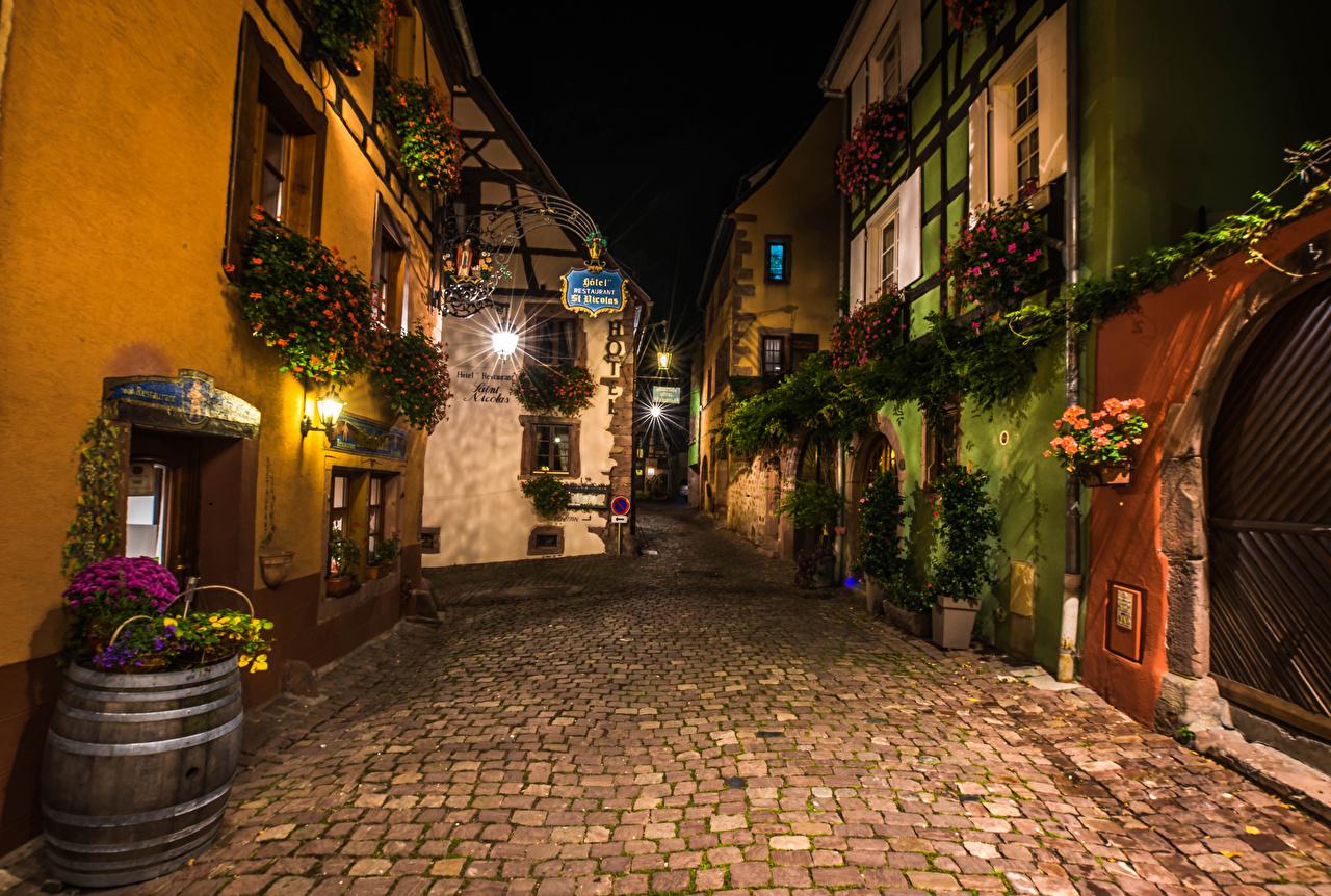 Фотография Франция Riquewihr Улица Ночные Уличные фонари город Здания улиц улице Ночь ночью в ночи Дома Города