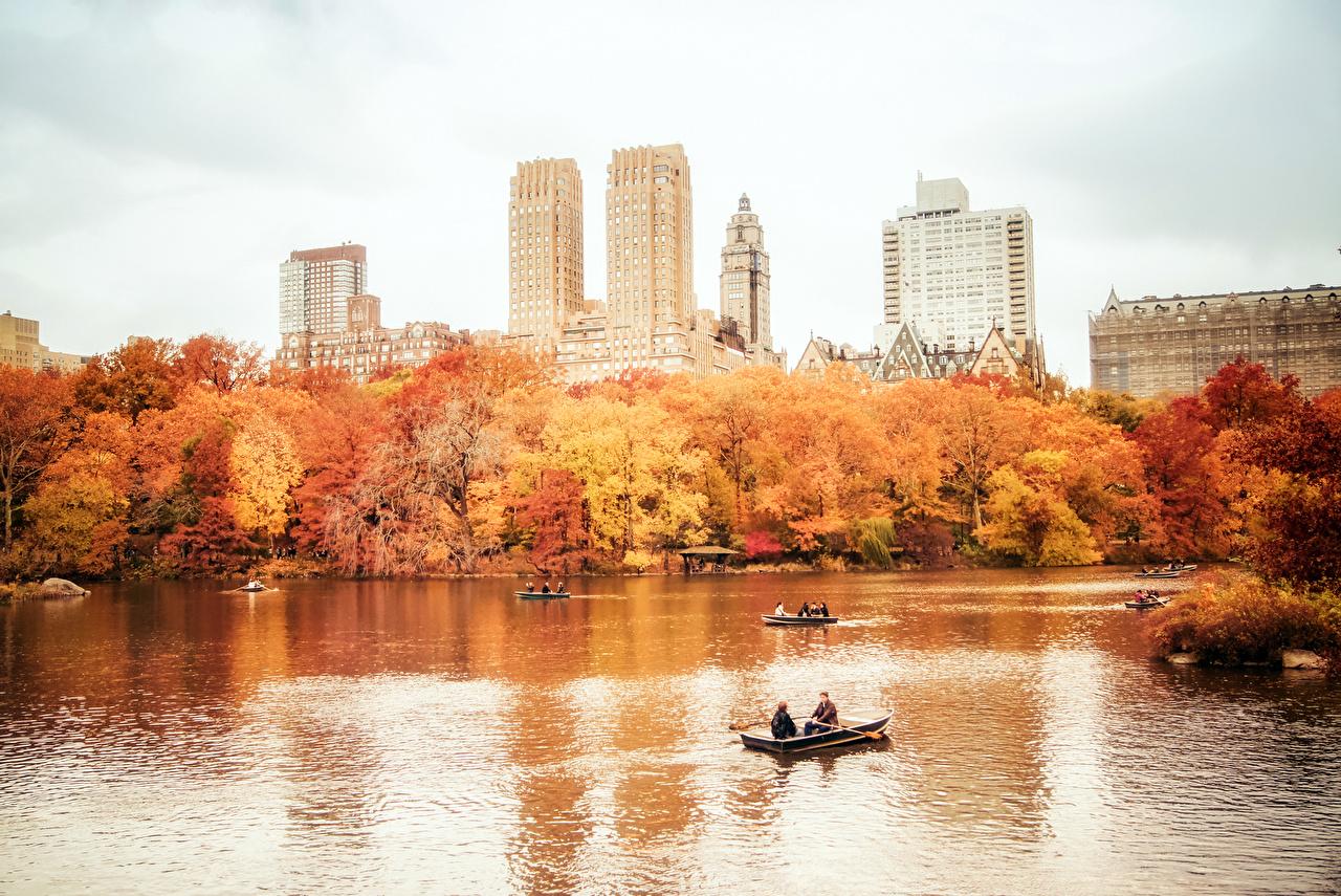 Фотография Нью-Йорк США Manhattan Осень Пруд Парки Лодки город штаты америка осенние парк Города