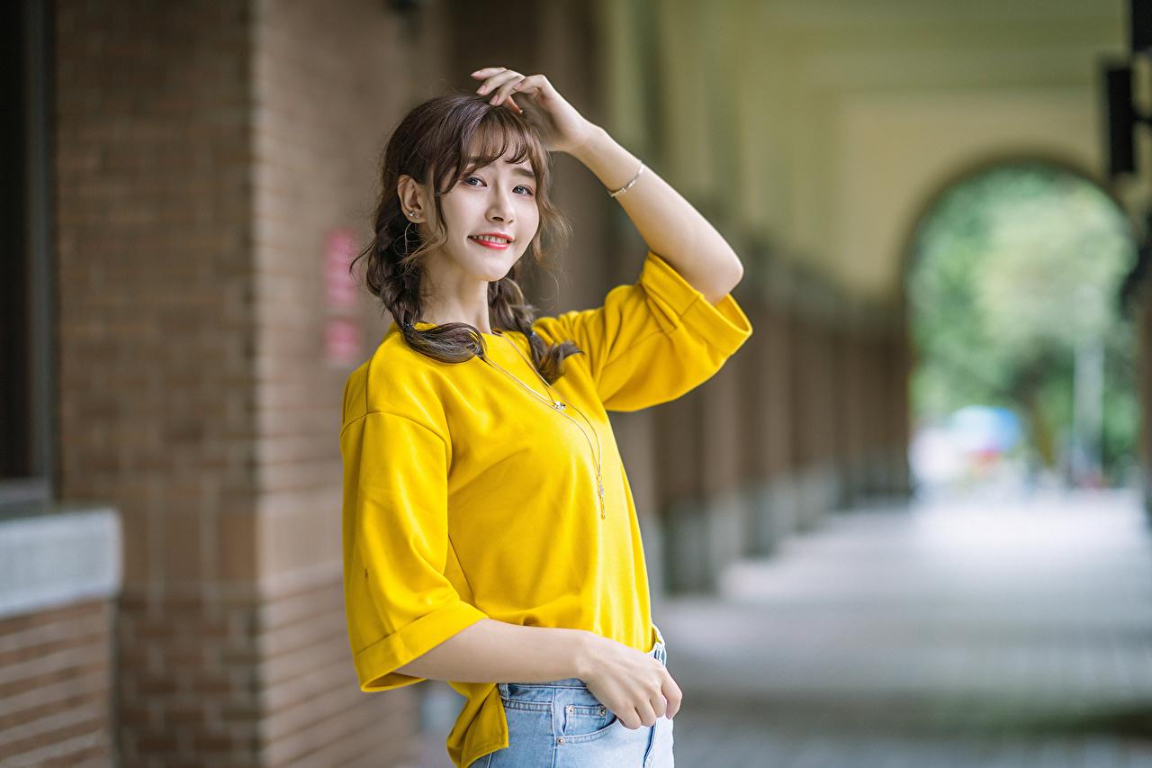 Фотографии улыбается Девушки азиатка Взгляд Улыбка девушка молодая женщина молодые женщины Азиаты азиатки смотрит смотрят