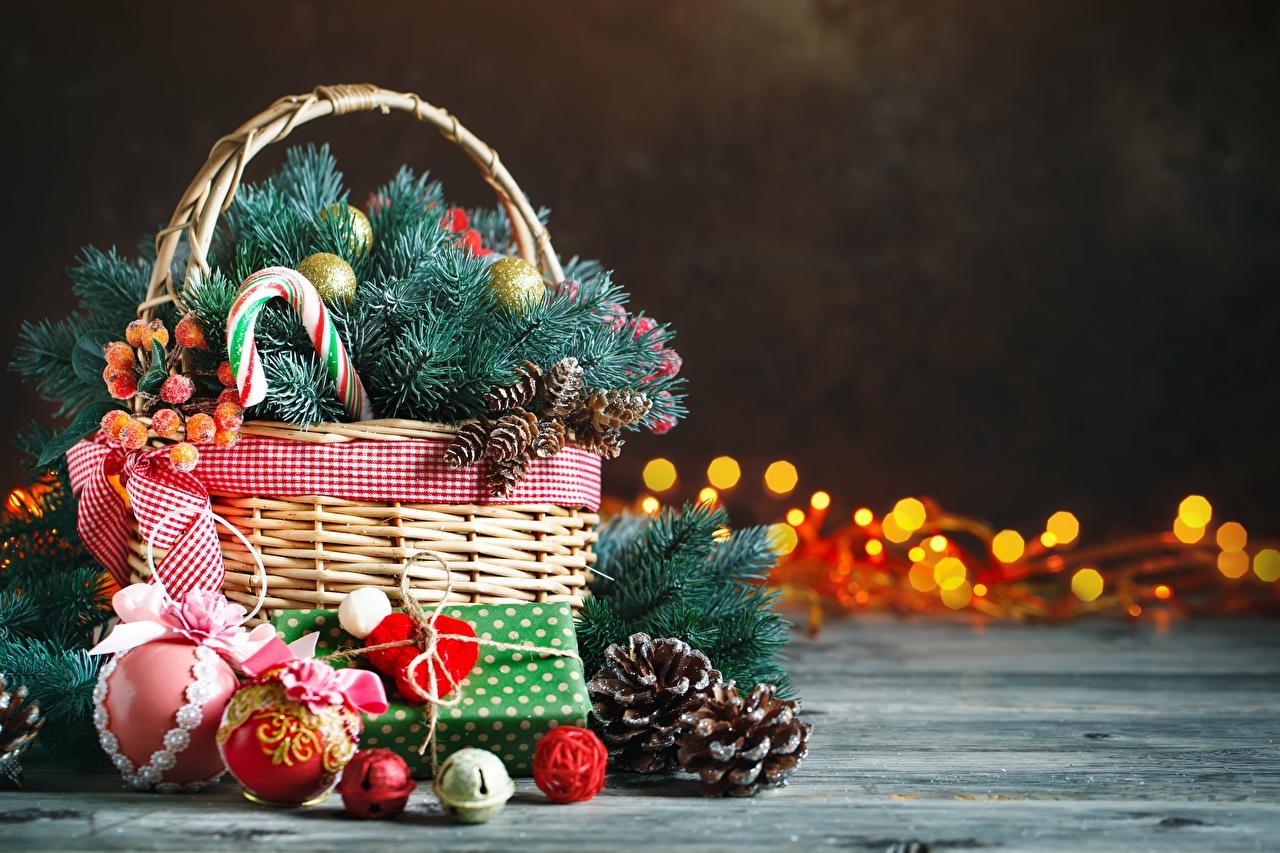 Фото Рождество Корзина Шар шишка ветка Новый год корзины Корзинка Шишки Ветки ветвь Шарики на ветке