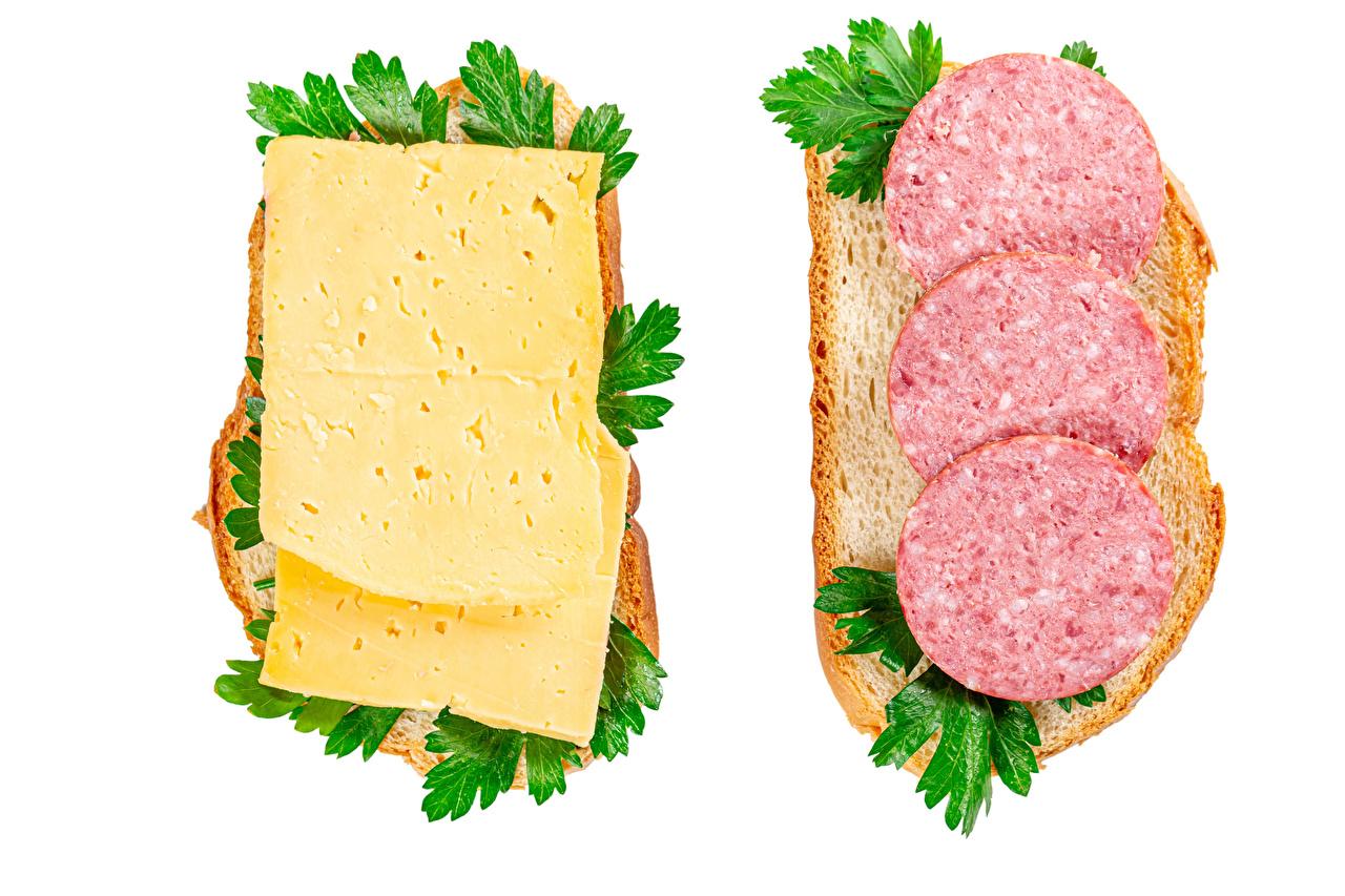 Картинки Двое Колбаса Сыры Хлеб бутерброд Еда белом фоне 2 два две вдвоем Бутерброды Пища Продукты питания Белый фон белым фоном