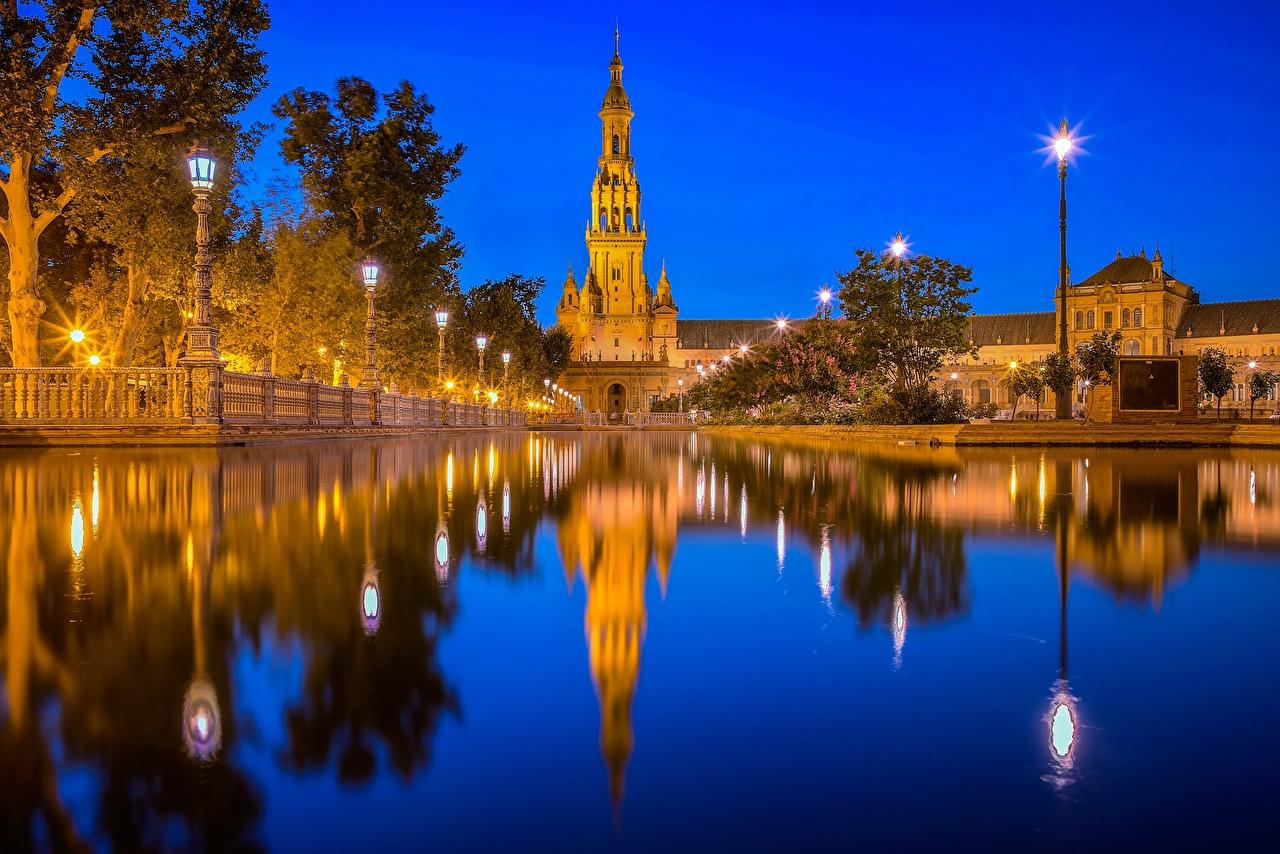Картинка Испания Башня Andalusia, Plaza de España, Seville Пруд Отражение воде Ночные город башни отражении отражается Вода Ночь ночью в ночи Города