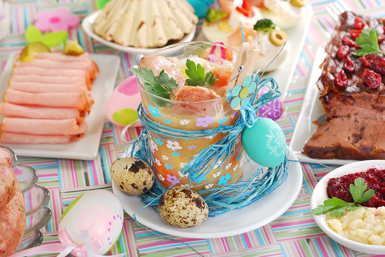 Фотография Пасха Яйца стакана Ветчина Еда Тарелка Праздники яиц яйцо яйцами Стакан стакане Пища тарелке Продукты питания