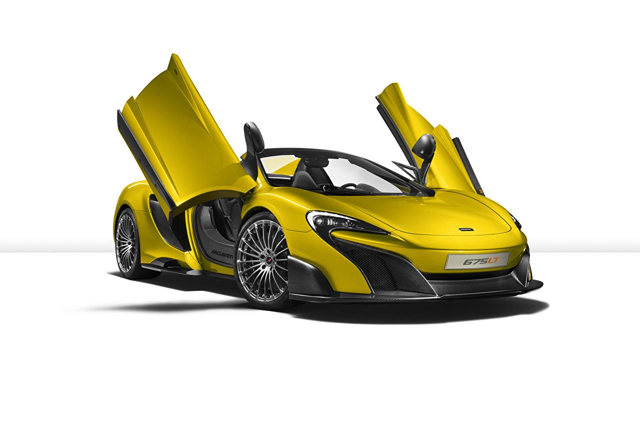 Фотографии Макларен 675LT Spider желтая машины Белый фон McLaren желтых желтые Желтый авто машина автомобиль Автомобили белом фоне белым фоном