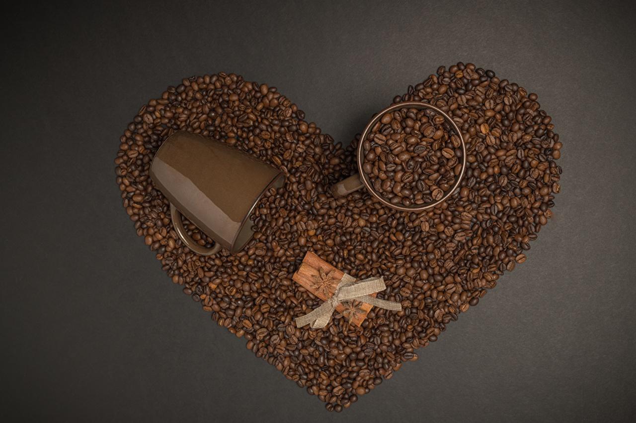 Обои для рабочего стола серце Кофе Зерна Корица Пища бант кружки Серый фон Сердце сердца сердечко зерно Еда Кружка кружке Бантик бантики Продукты питания сером фоне