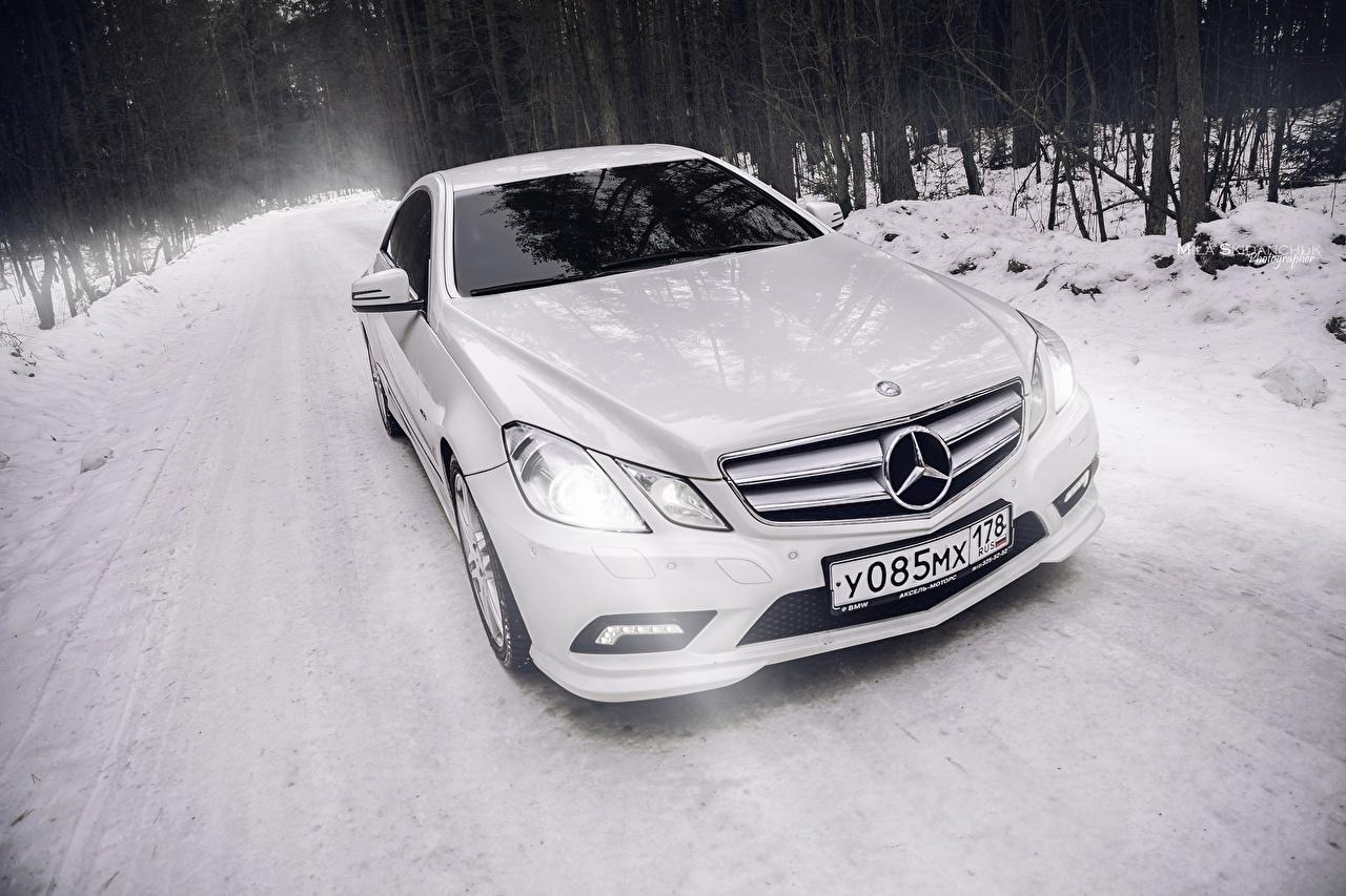 Фотографии БМВ Mercedes-Benz e-class c207 amg Купе Белый автомобиль BMW Мерседес бенц белых белые белая авто машина машины Автомобили