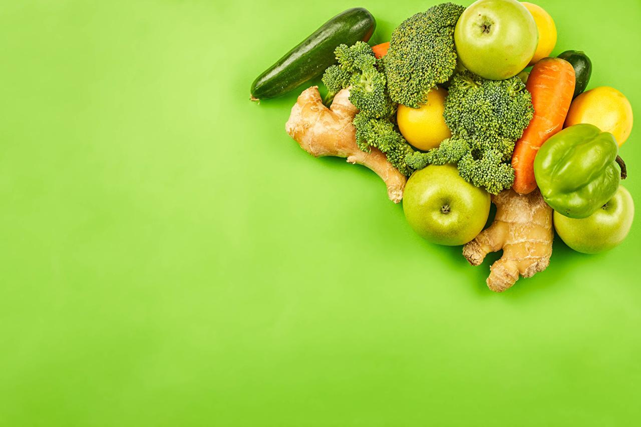 Фотографии кабачки Морковь Яблоки Брокколи Пища перец овощной Цветной фон Кабачок морковка Еда Перец Продукты питания