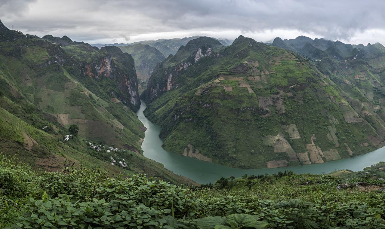 Картинки Вьетнам Ha Giang гора каньона Природа река кустов Горы Каньон каньоны Реки речка Кусты