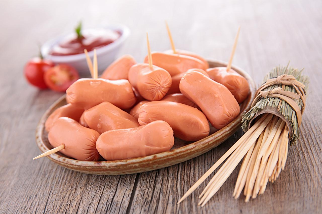 Фотография Сосиска Еда Тарелка Мясные продукты Пища тарелке Продукты питания