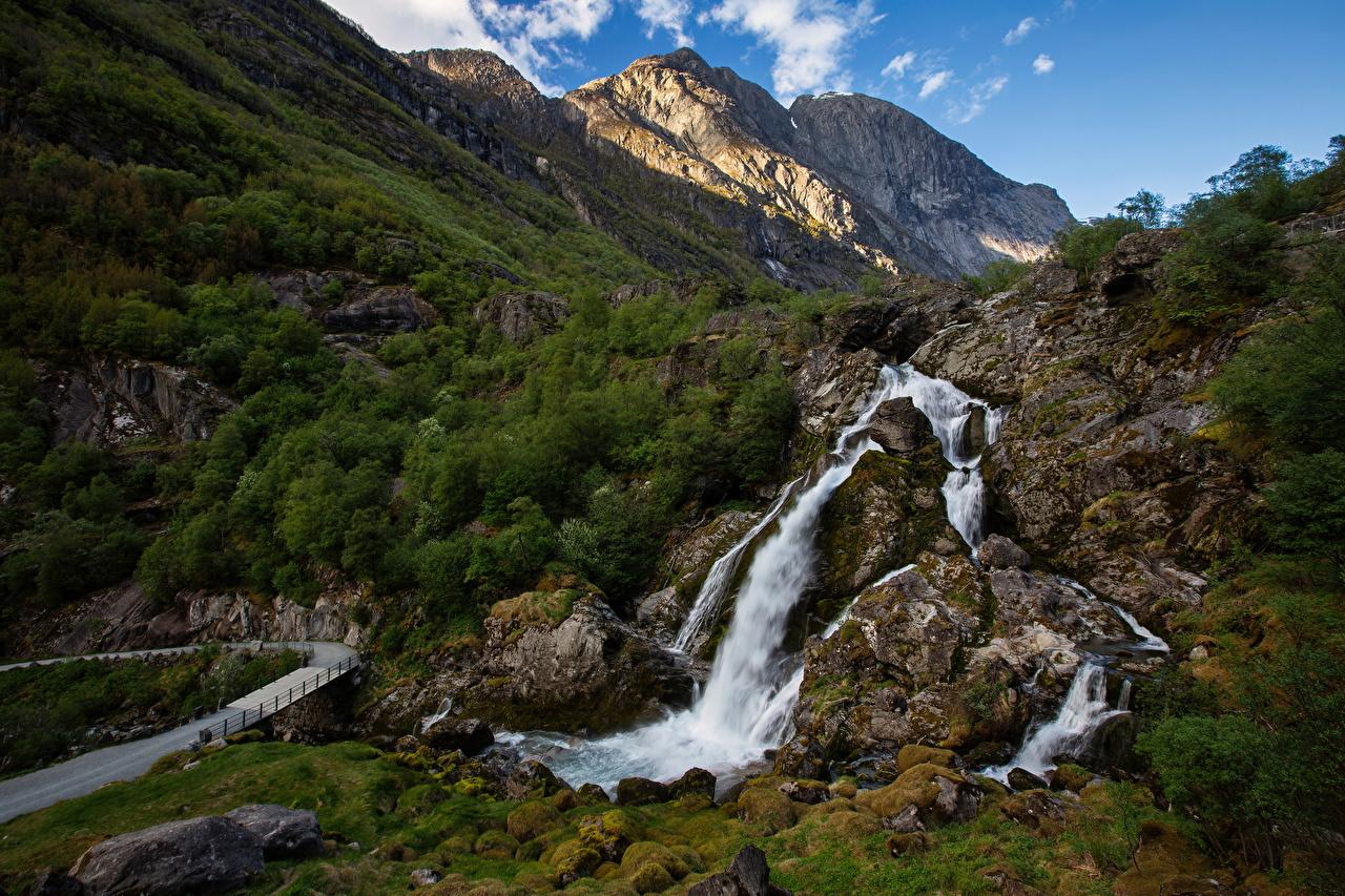 Картинки Норвегия Briksdalen Горы Утес Природа Водопады гора Скала скале скалы