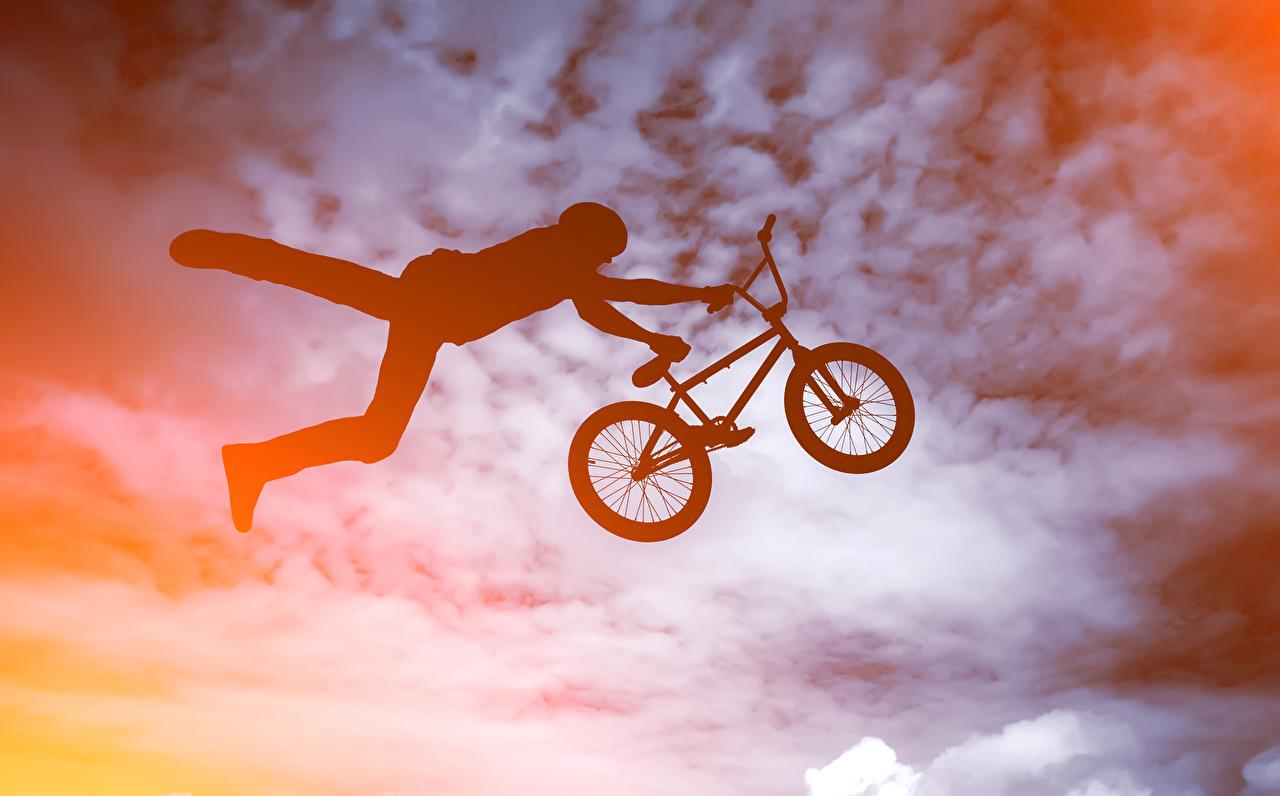 Картинка мужчина Силуэт Велосипед спортивный в прыжке Мужчины силуэты силуэта велосипеде велосипеды Спорт спортивная спортивные Прыжок прыгать прыгает