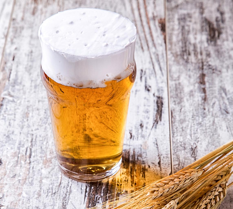 Фото Пиво Колос Стакан Пища пене Доски стакана стакане колосья колоски колосок Еда Пена пеной Продукты питания
