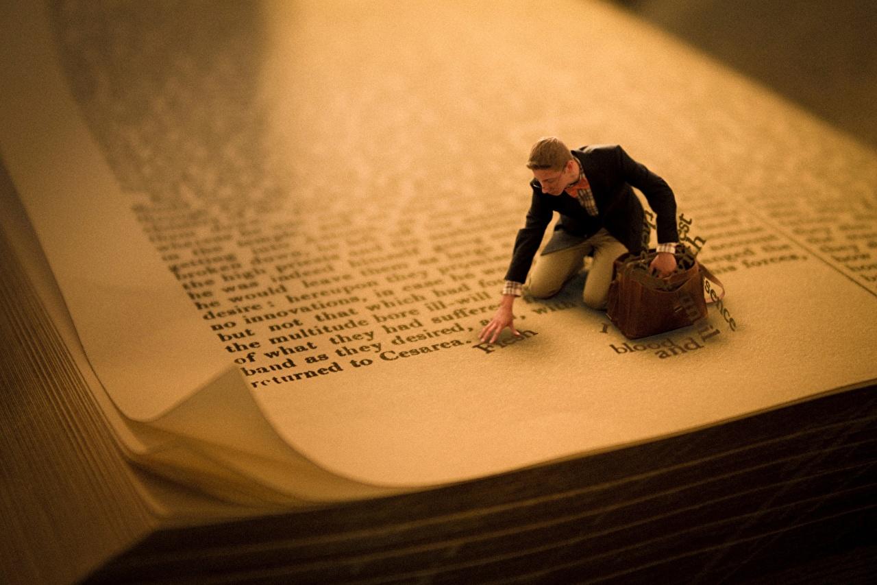 Фотография мужчина Книга Крупным планом Мужчины книги вблизи