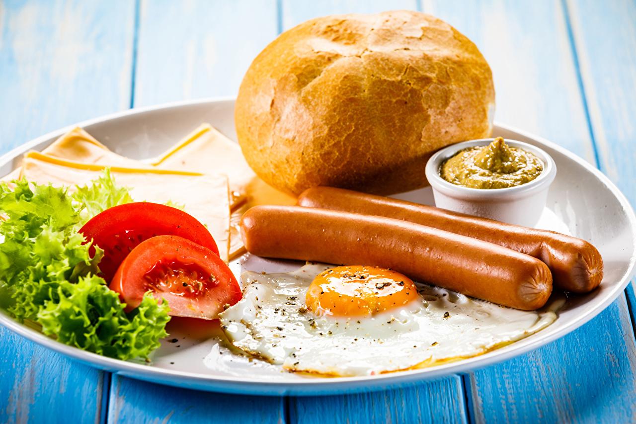 Фото Яичница Томаты Завтрак Хлеб Сосиска Пища Овощи Тарелка Помидоры Еда Продукты питания