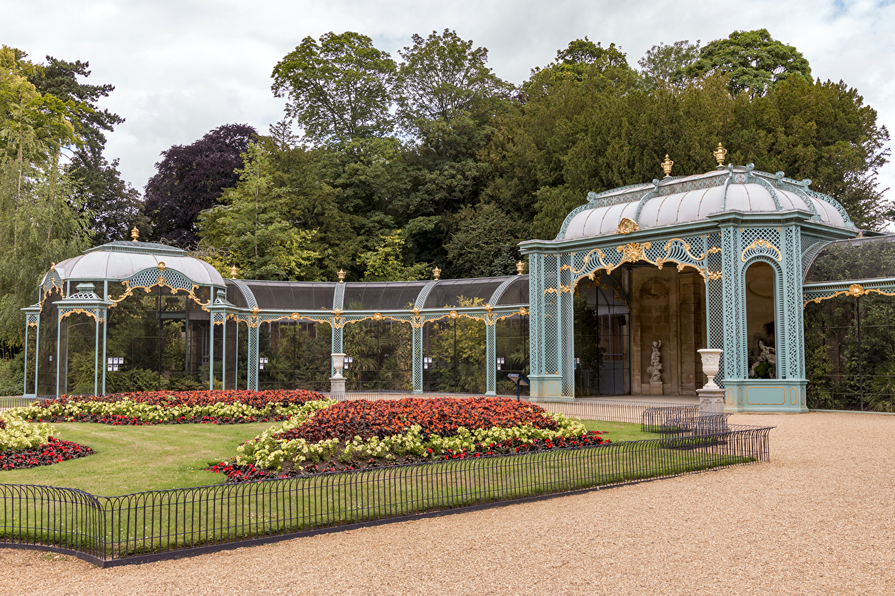 Картинки Англия Waddesdon Manor gardens Природа Сады забора газоне Забор ограда забором Газон