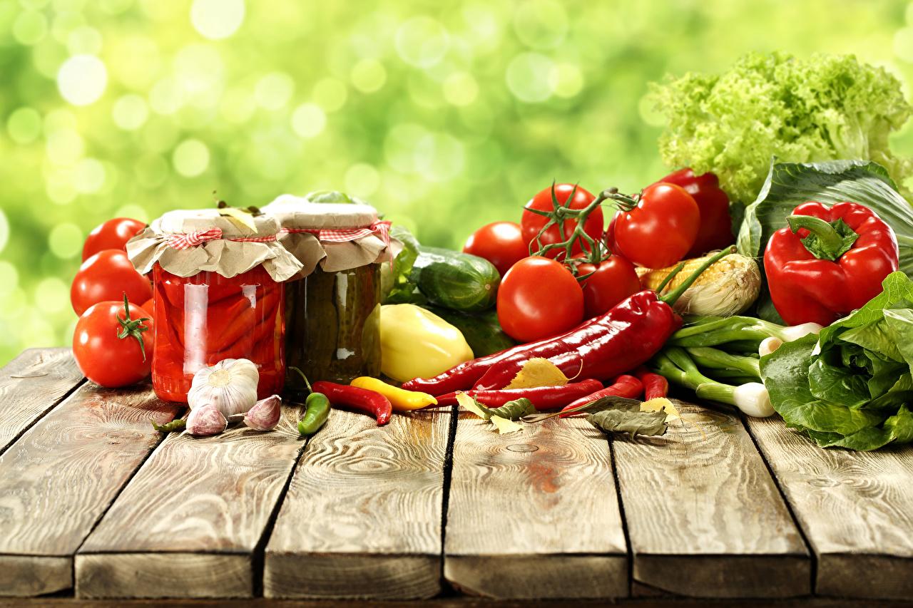 Обои Томаты Острый перец чили банки Чеснок Еда Перец Овощи Доски Помидоры Банка банке Пища Продукты питания