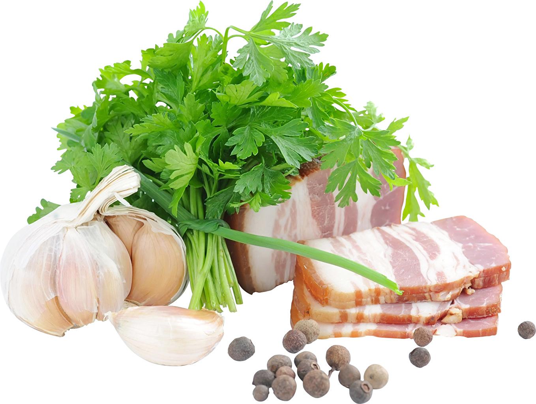 Фото Сало Перец чёрный Чеснок Пища Овощи белым фоном Мясные продукты салом Еда Продукты питания Белый фон белом фоне
