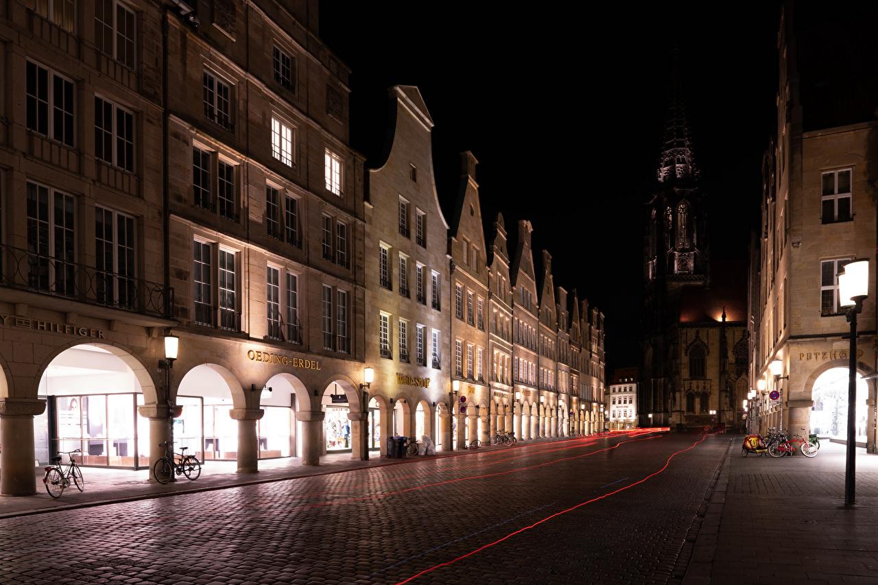 Картинки Германия Muenster Велосипед Улица Дороги ночью Уличные фонари Города Здания велосипеде велосипеды улиц улице Ночь в ночи Ночные Дома город