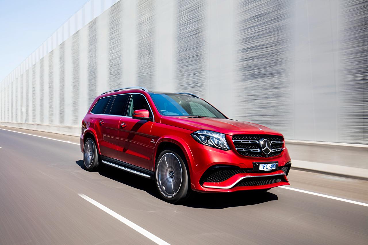 Фотография Mercedes-Benz AMG X166 GLS-Class красных Движение машина Мерседес бенц Красный красные красная едет едущий едущая скорость авто машины автомобиль Автомобили