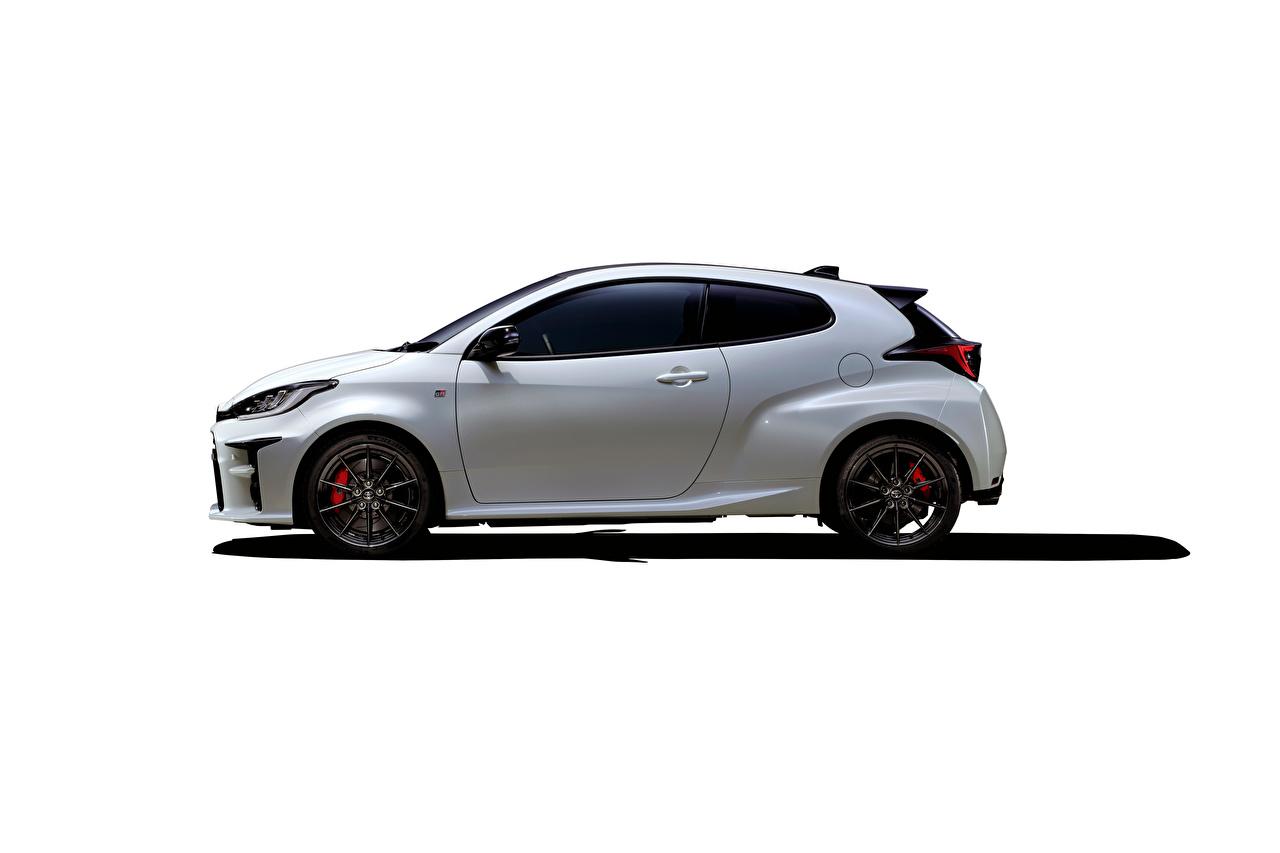 Фото Тойота GR Yaris RZ High Performance, JP-spec, 2020 белая Сбоку машины Металлик Toyota Белый белые белых авто машина Автомобили автомобиль
