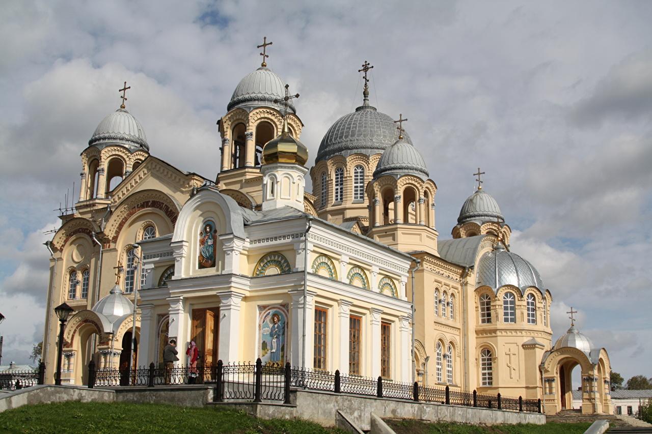 Обои для рабочего стола Монастырь Россия Holy Cross Cathedral of St. Nicholas Monastery in Verkhoturye Купол Крест город купола креста крестов Города