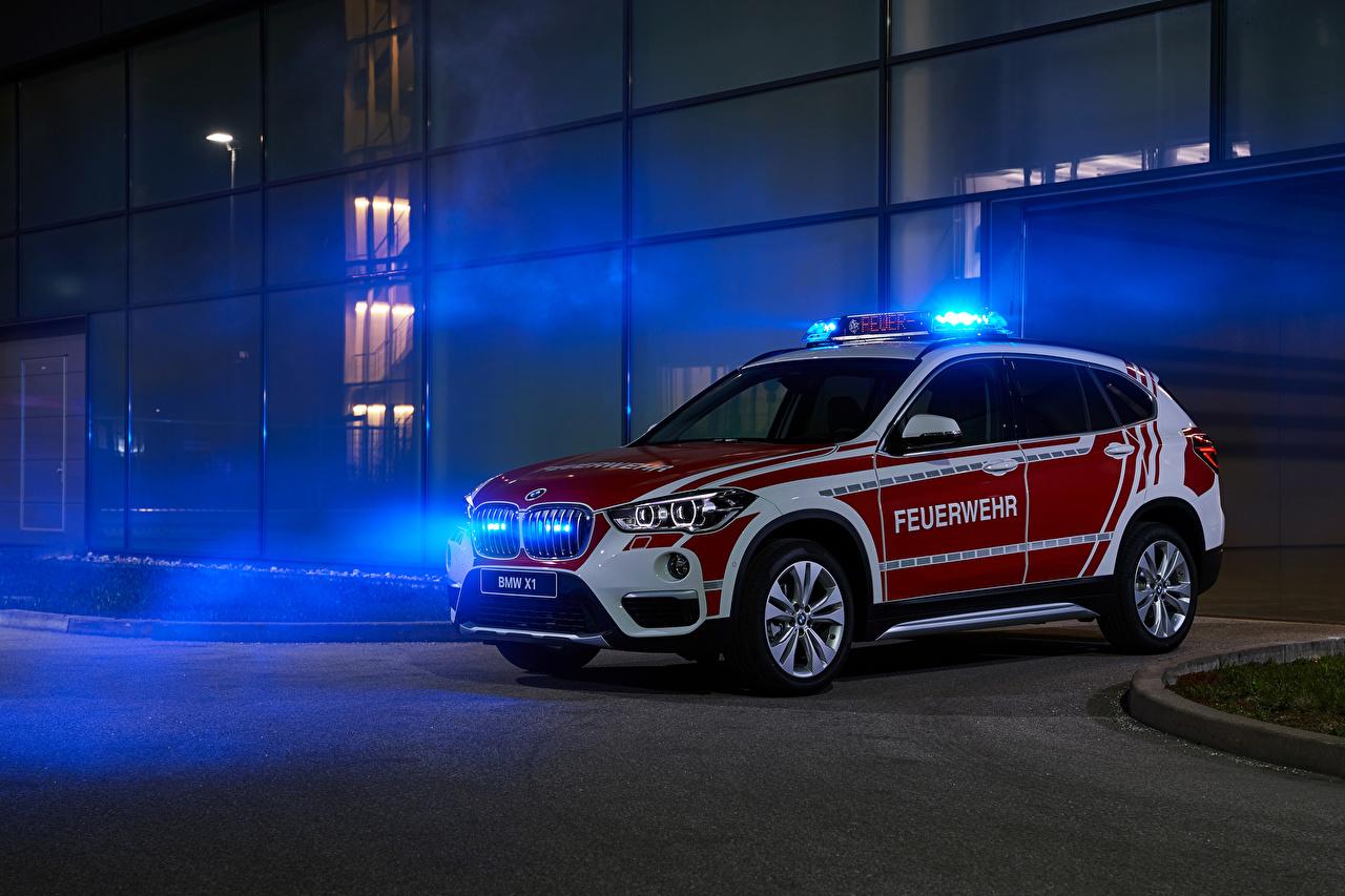 Фото БМВ Стайлинг 2019 X1 xDrive18d Feuerwehr KdoW Автомобили BMW Тюнинг авто машина машины автомобиль