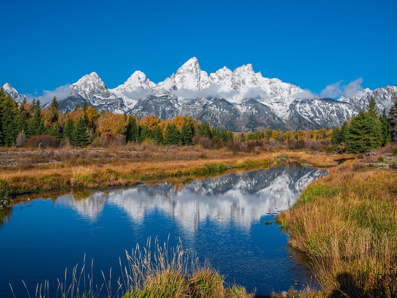 Обои для рабочего стола штаты Grand Teton National Park гора Осень Природа Парки река США америка Горы осенние парк Реки речка
