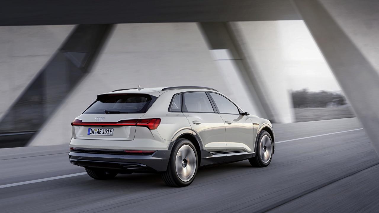Фотографии Audi E-Tron 2019 Белый скорость Машины Ауди едущий Движение Авто Автомобили